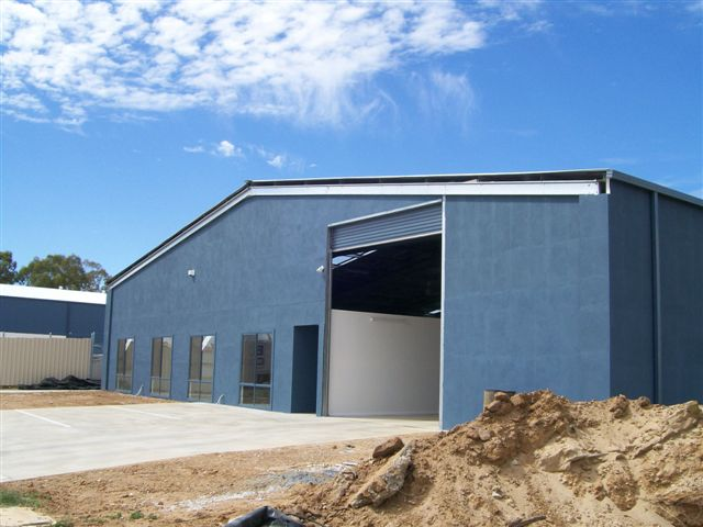 Large-INDUSTRIAL-Steel-Building-Loading-Bay-Store